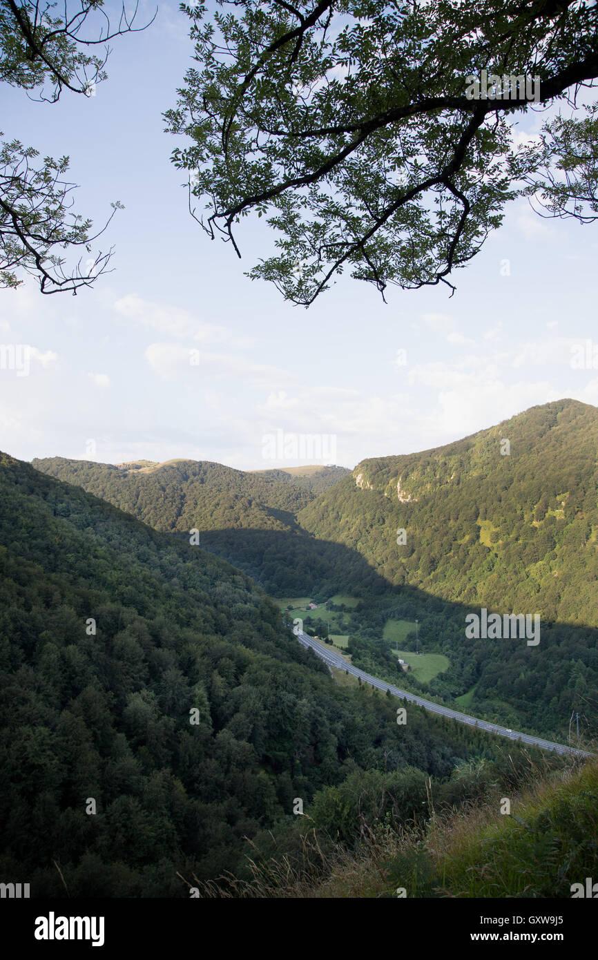 La vallée de Baztán dans les Pyrénées, Espagne Banque D'Images
