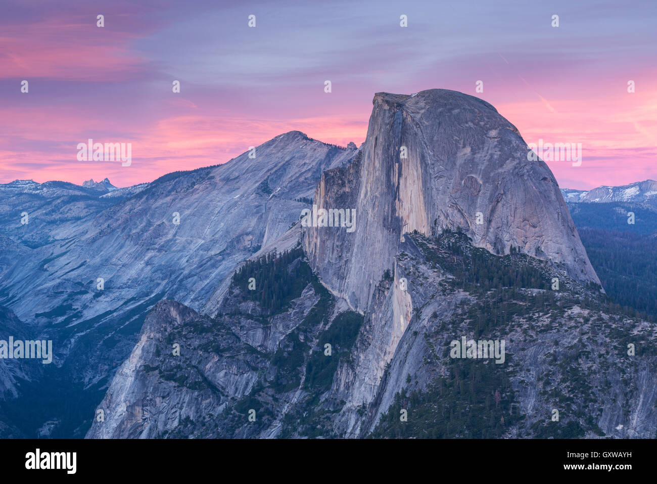 Demi Dôme au coucher du soleil de Glacier Point, Yosemite National Park, California, USA. Printemps (juin) Photo Stock