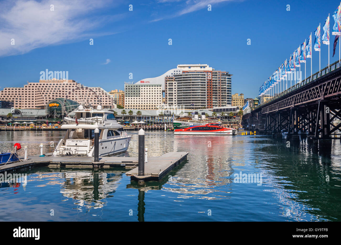 L'Australie, New South Wales, Sydney, Darling Harbour, vue sur le complexe et Pyrmont Bridge Harbourside Photo Stock