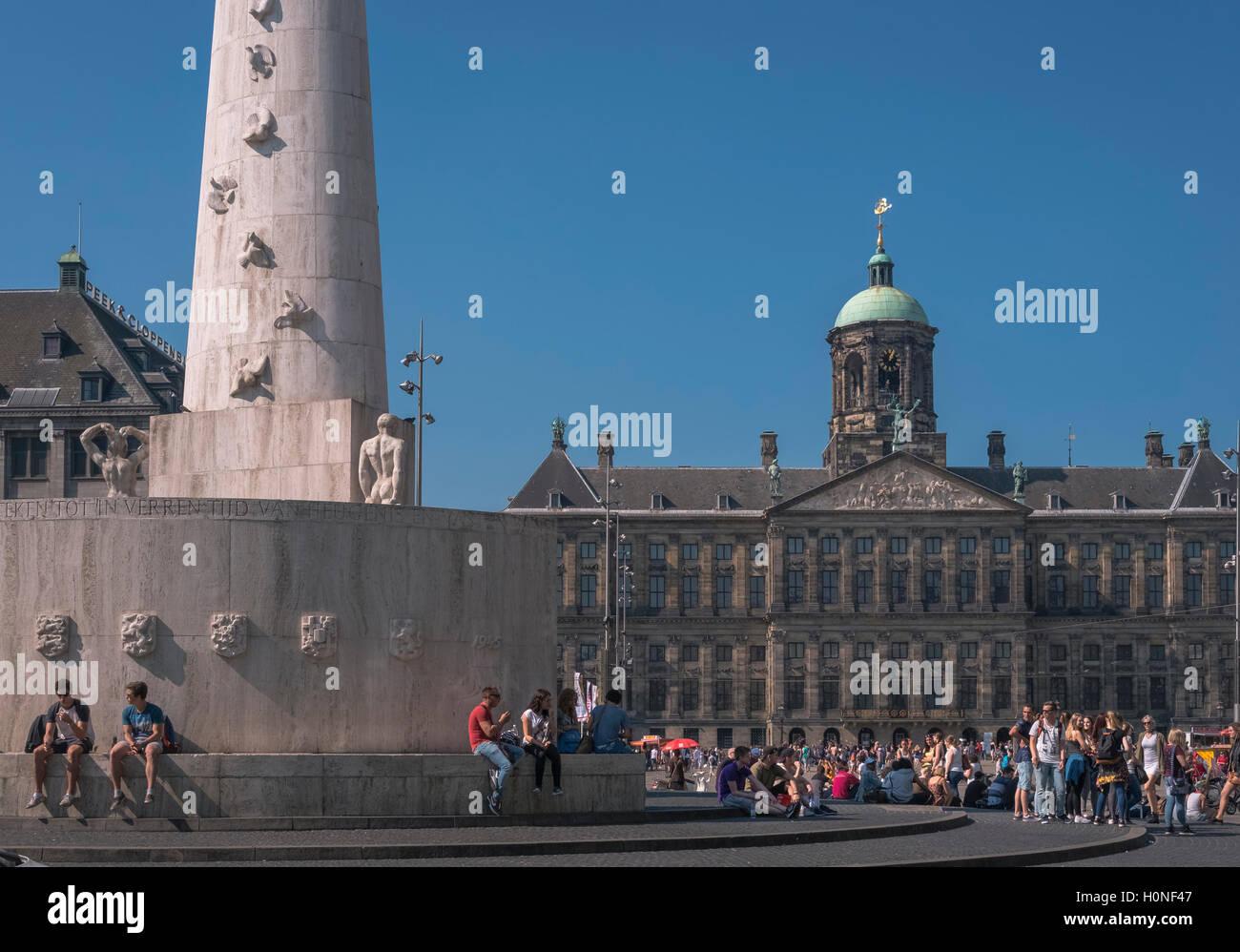 Les attractions touristiques populaires de Palais Royal et Monument National, la Place du Dam, centre ville quartier, Photo Stock