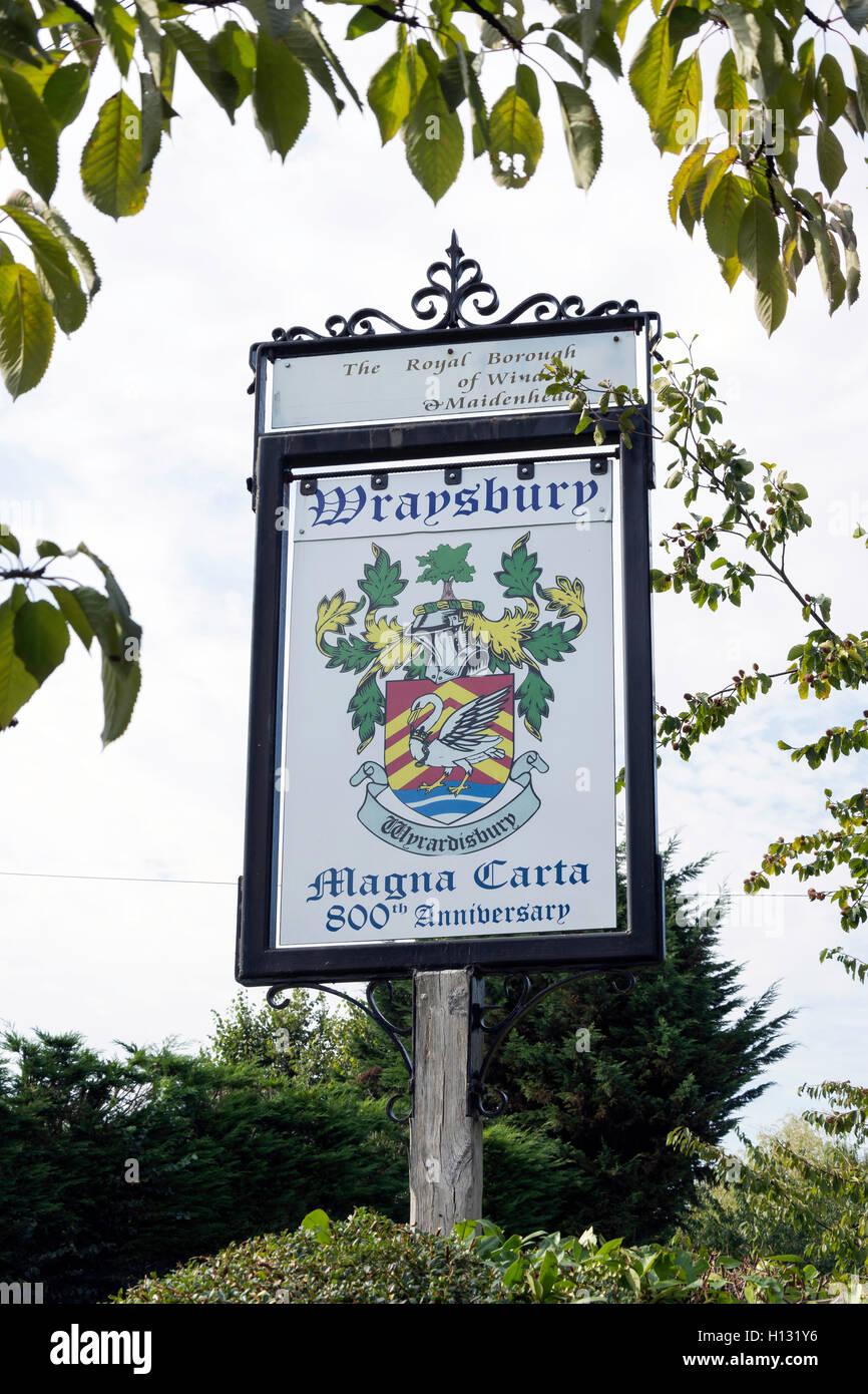 Magna Carta Wraysbury anniversaire panneau du village, Welley Road, Wraysbury, Berkshire, Angleterre, Royaume-Uni Photo Stock