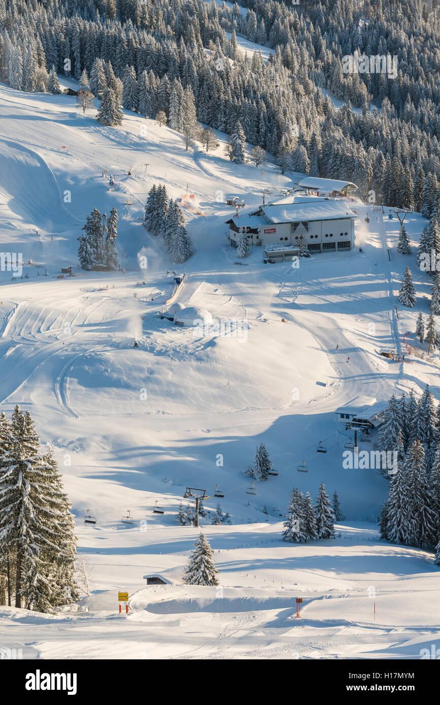 Station de ski et pistes, Brixen im Thale, Tyrol, Autriche Photo Stock