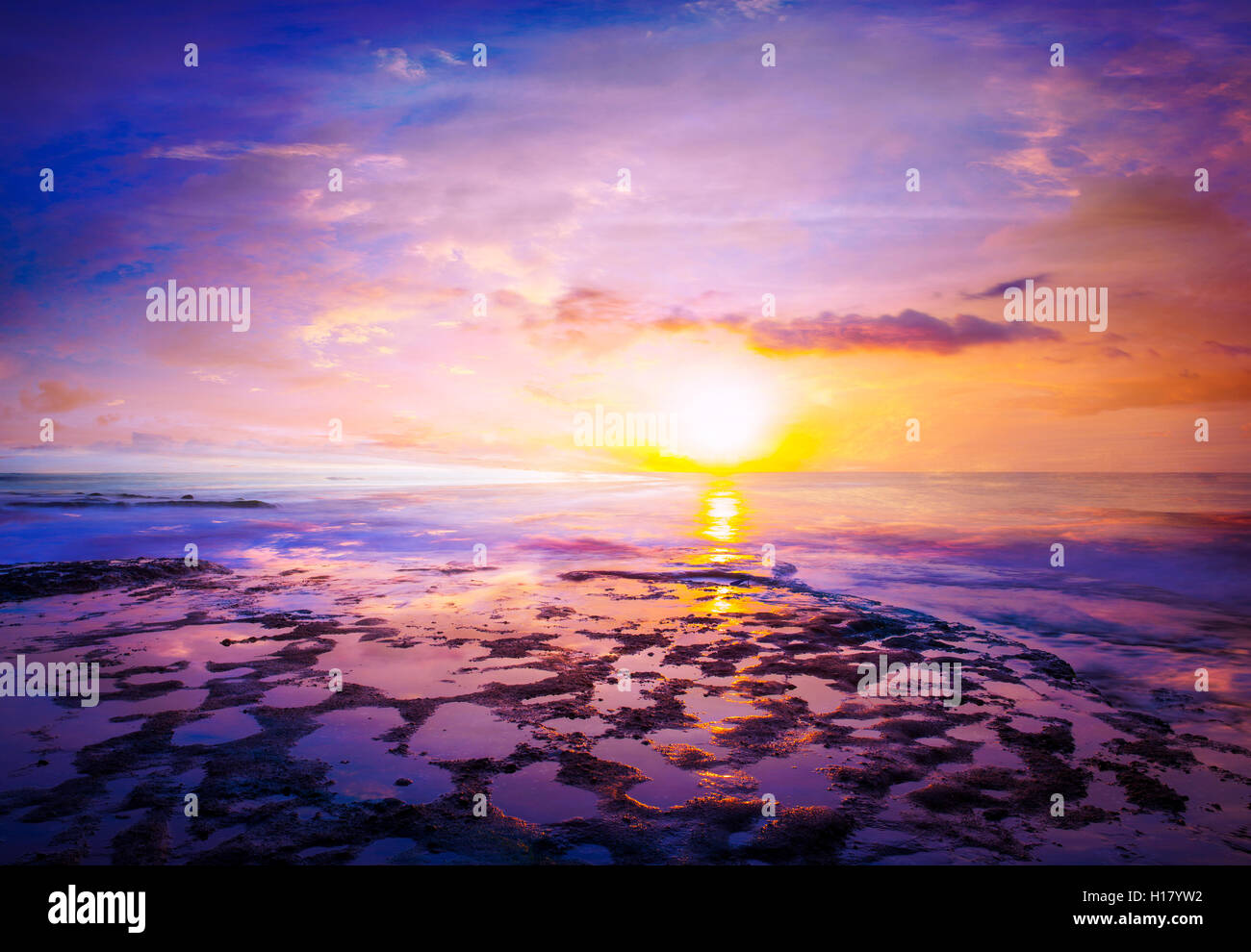 Coucher du soleil à Bali Indonésie Tanah Lot iat Banque D'Images