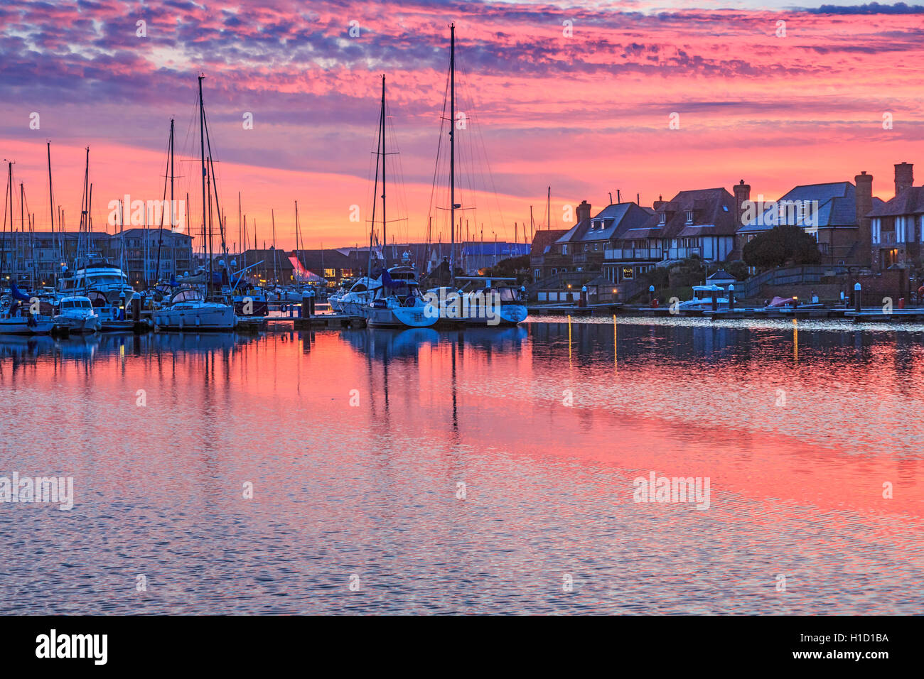 Eastbourne Sovereign Harbour au crépuscule Coucher du Soleil Photo Stock