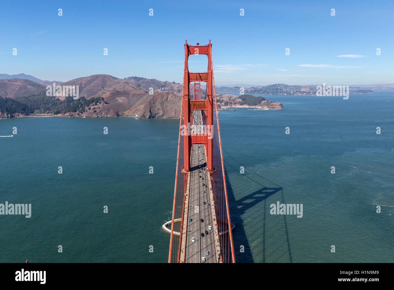 Golden Gate Bridge vue aérienne vers Marin Headlands près de San Francisco, en Californie. Photo Stock