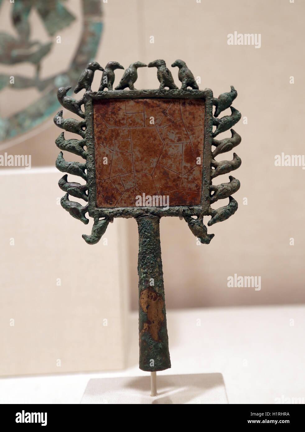 L'Amérique. Le Pérou. La culture moche. Miroir avec les oiseaux. 2ème-7ème siècle. Photo Stock