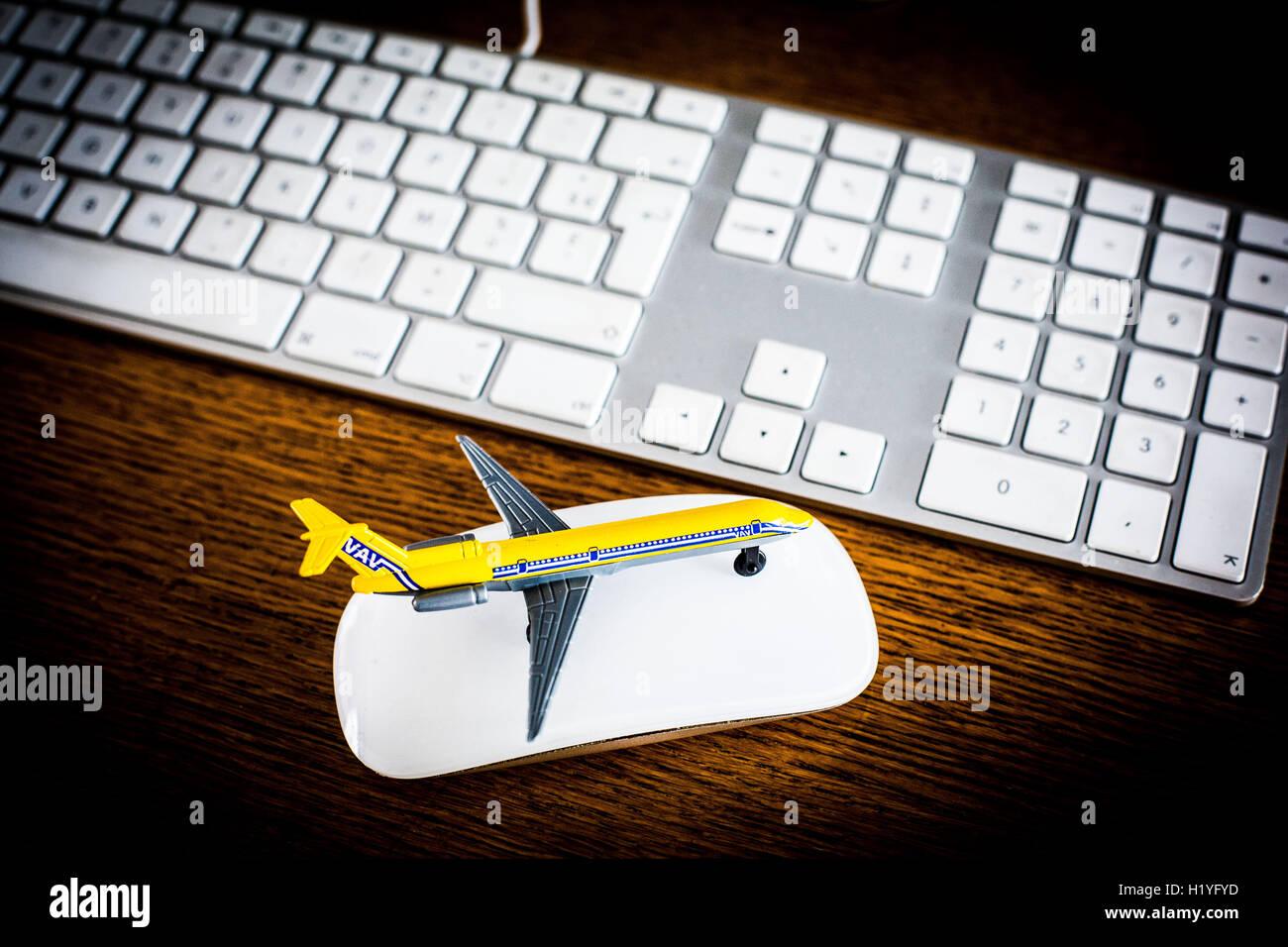 Tourisme: Achat en ligne de voyages. Photo Stock