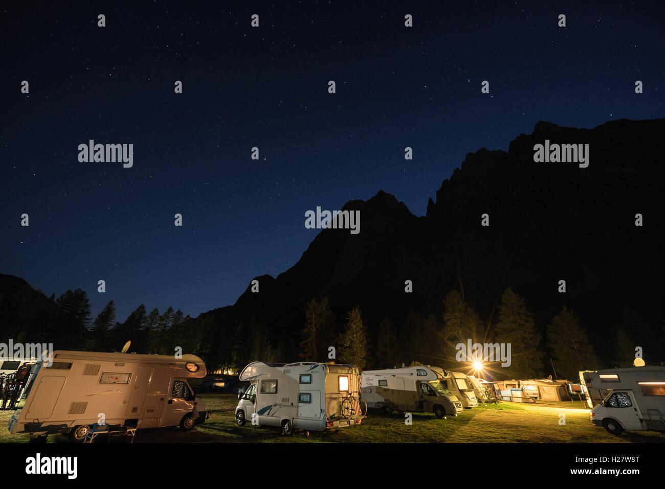 Intégrale de Peuterey ridge au crépuscule, Courmayeur, Italie, Alpes, Europe, UNION EUROPÉENNE Photo Stock