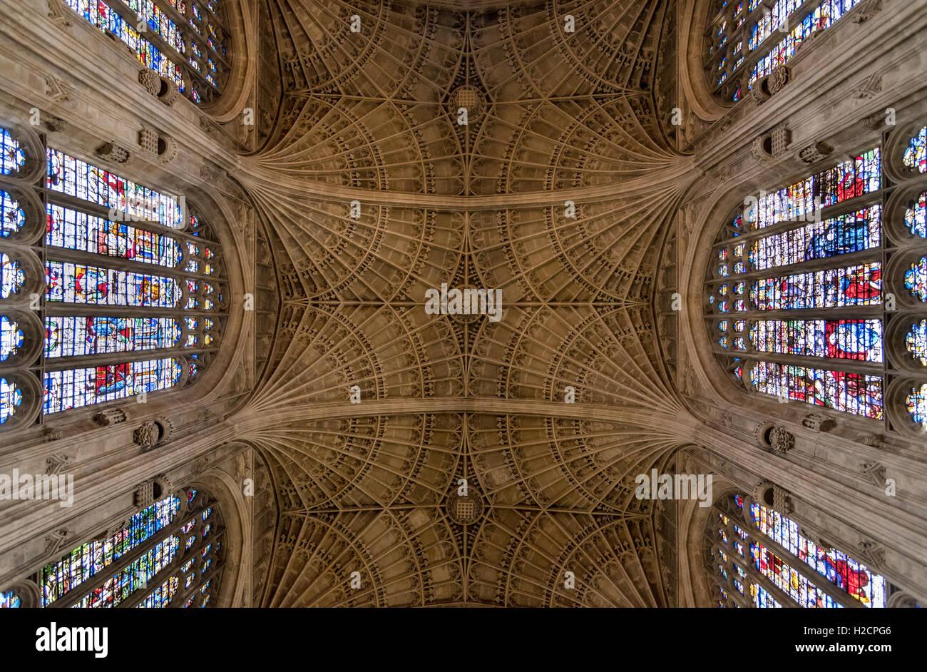 Plafond de King's College, Université de Cambridge, montrant la cité médiévale de saut du Photo Stock