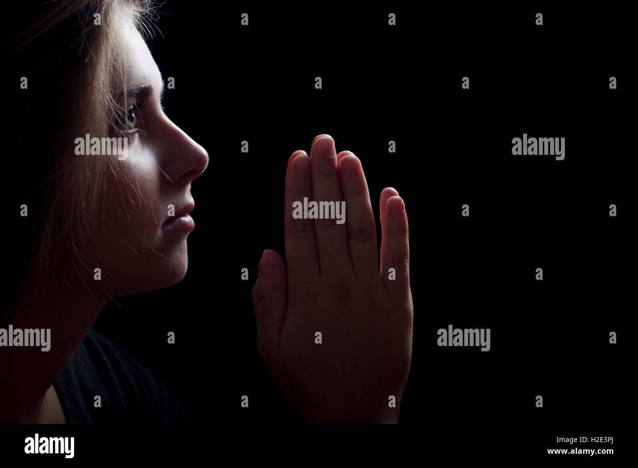 jeune fille en prière Photo Stock