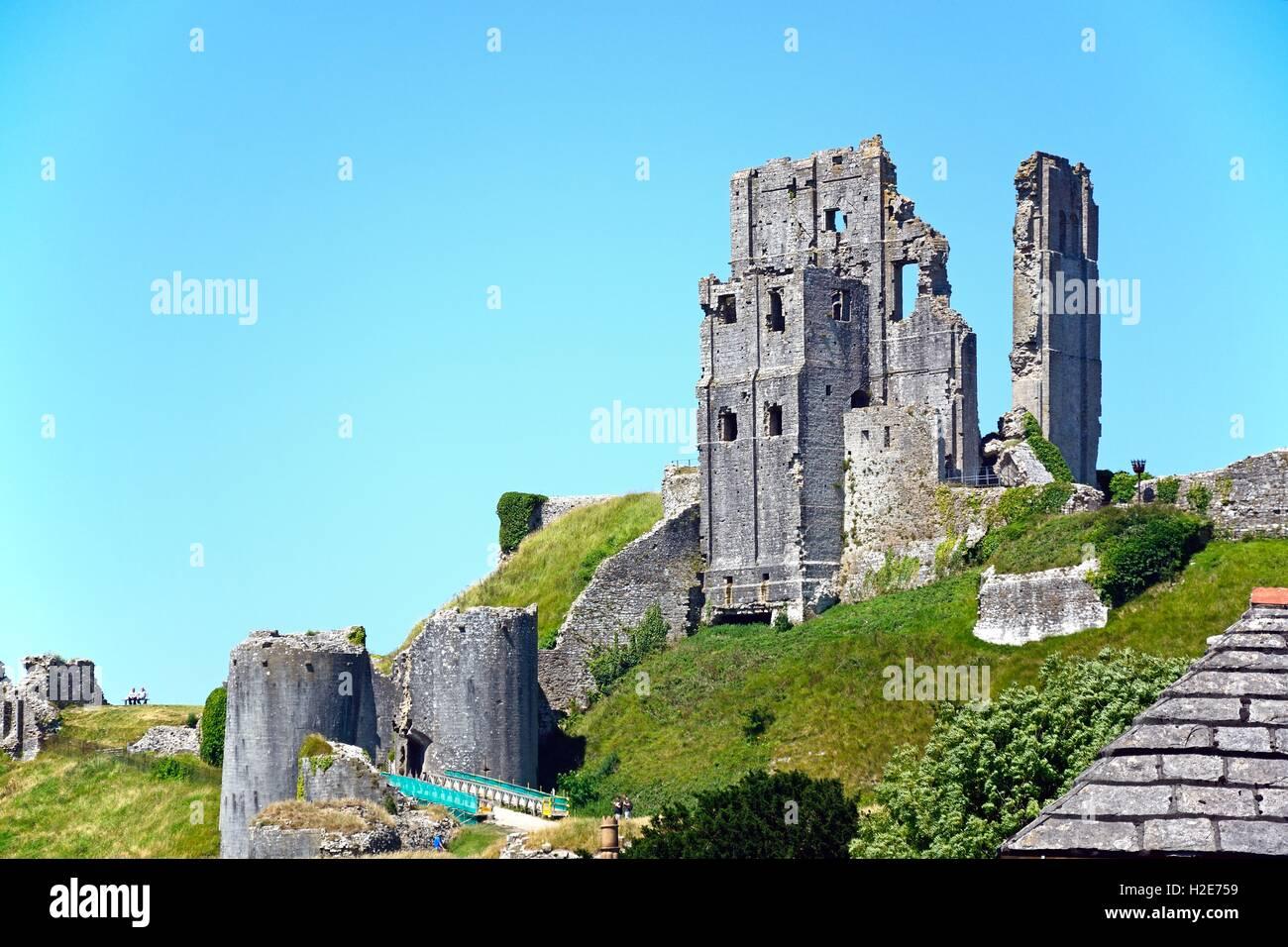 Avis de Corfe castle sur la colline, Corfe, Dorset, Angleterre, Royaume-Uni, Europe de l'Ouest. Photo Stock