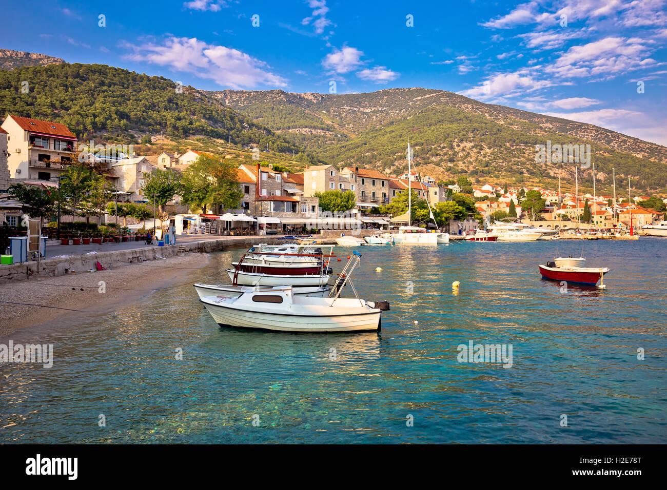 Ville de bol, vue front de mer, l'île de Brac, Dalmatie, Croatie Photo Stock