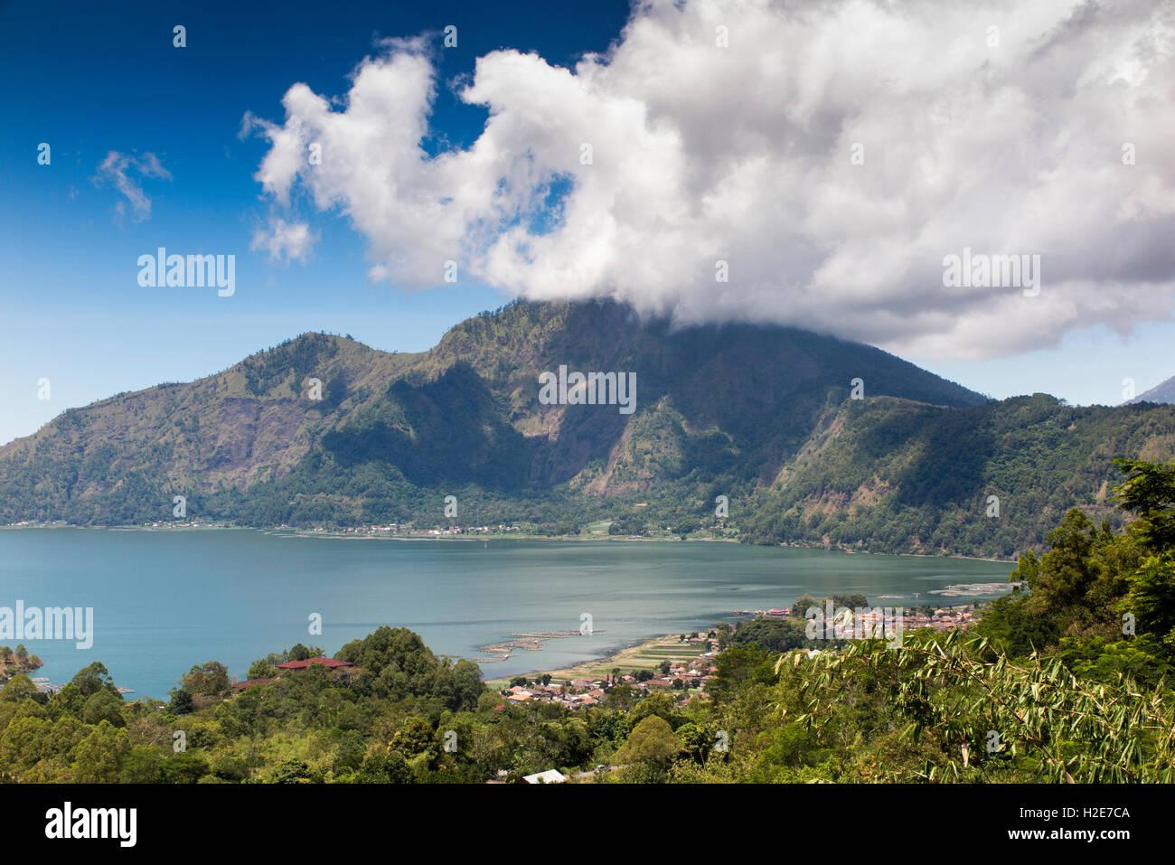 L'INDONÉSIE, Bali, Kedisan, Gunung Batur, le lac du cratère intérieur et lakeside villes Photo Stock