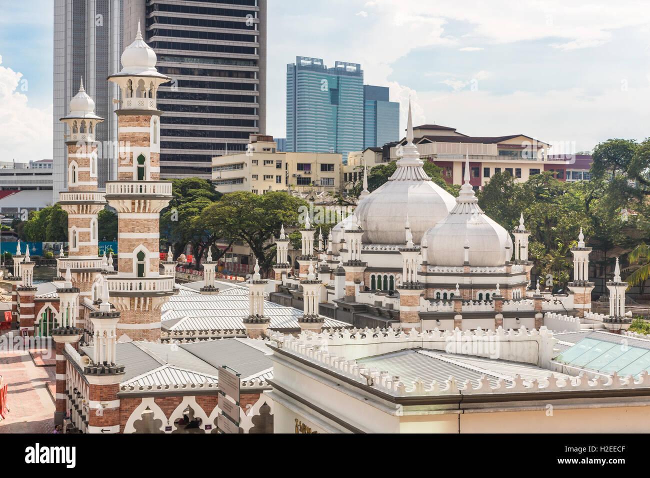 Jama Masjid (mosquée) ou en plein coeur du quartier des affaires de Kuala Lumpur, Malaisie capitale. La ville Photo Stock