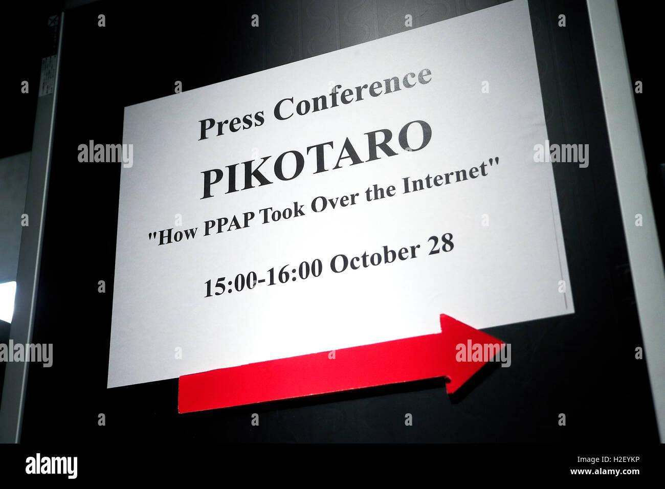 Tokyo, Japon. 28 Oct, 2016. Le comédien japonais (Pikotaro Taro Piko) reçoit un certificat de record du Photo Stock