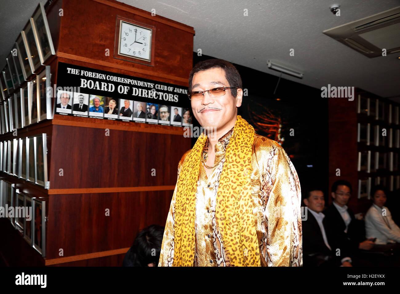 Tokyo, Japon. 28 Oct, 2016. Le comédien japonais Pikotaro Piko (Taro) arrive au Club des correspondants étrangers Photo Stock