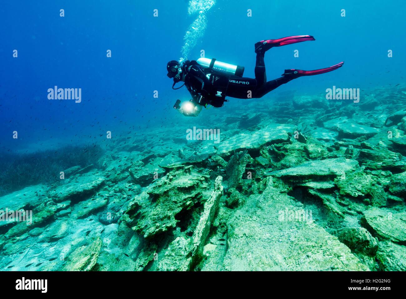 L'inspection d'un plongeur de ligne de faille sous-marine, Bodrum Turquie Photo Stock