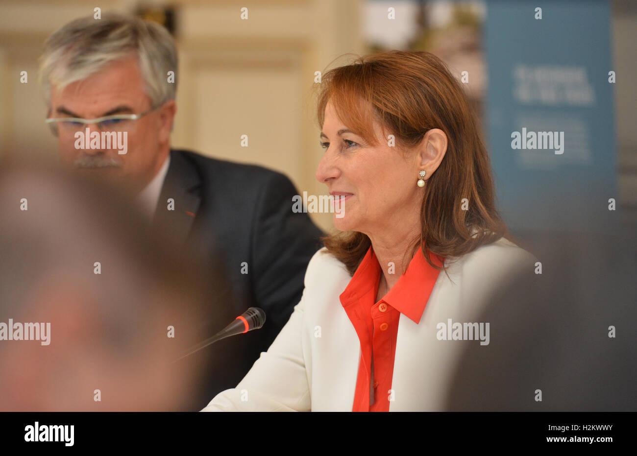 Paris, France. Sep 29, 2016. Le ministre français de l'environnement Ségolène Royal en photo au cours d'une visite Banque D'Images