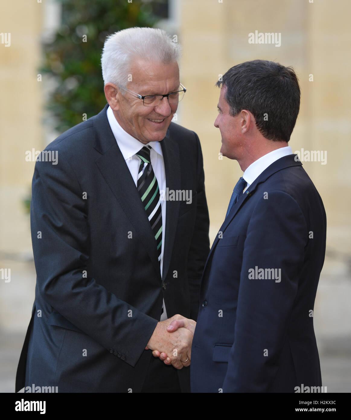 Paris, France. Sep 29, 2016. Winfried Kretschmann (L; Verts), premier ministre de l'état allemand de Bade-Wurtemberg, Banque D'Images