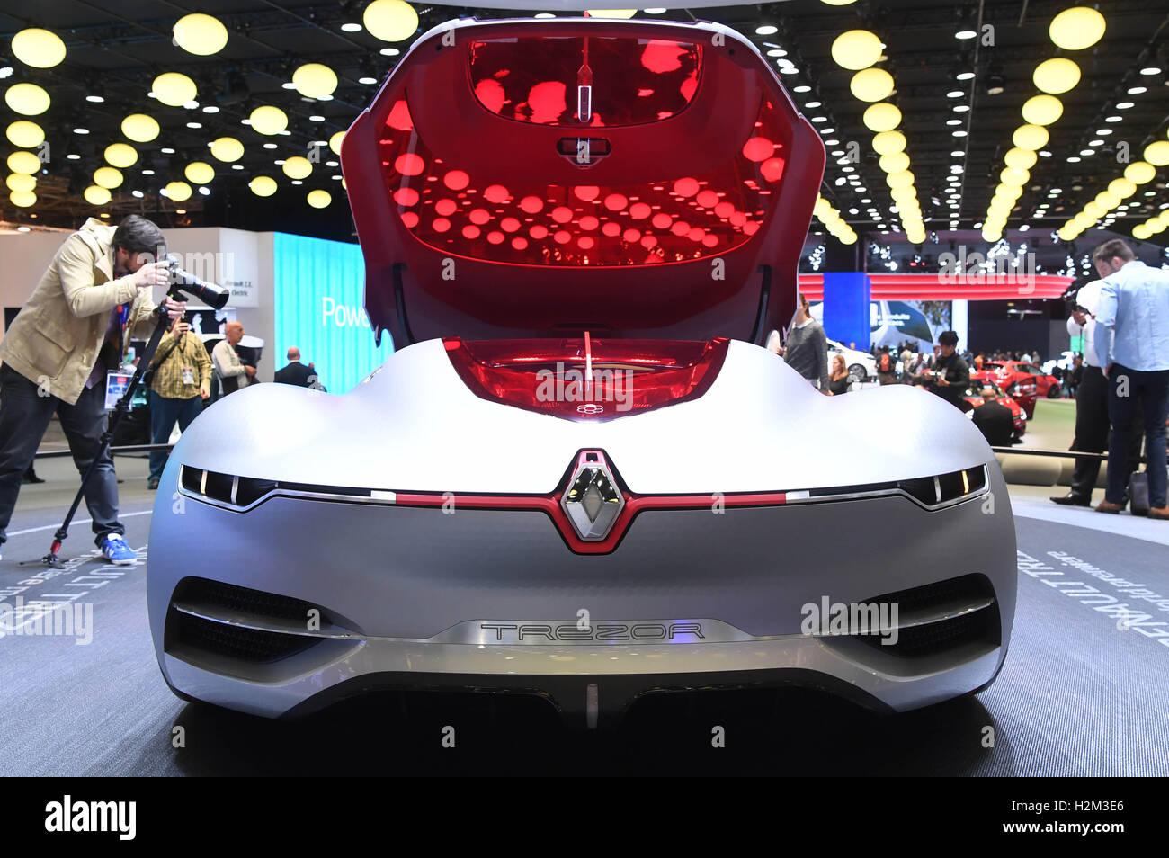 Paris, France. Sep 30, 2016. Paris, France. 30 Septembre, 2016. La nouvelle étude de la voiture électrique Renault Banque D'Images