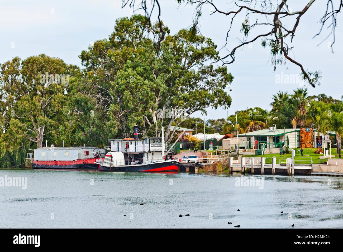"""Renmark, Australie du Sud, vue du bateau à aubes """"Industrie"""" et l'Argo de Barge à l'équipe Photo Stock"""