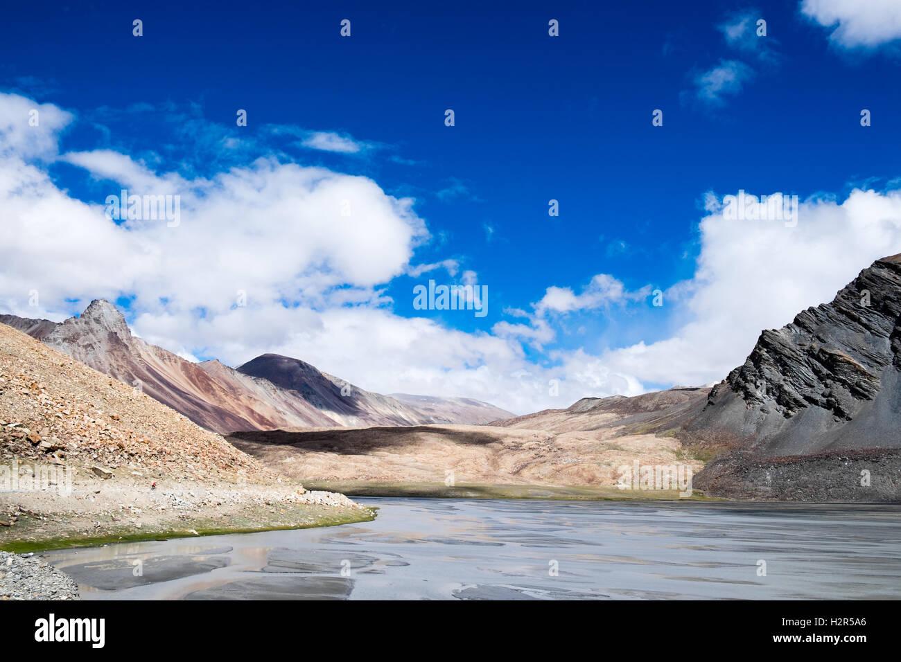 Le vélo de route, Manali Leh Himalaya indien (traverser le col Baralacha pour atteindre le plateau tibétain sur Banque D'Images