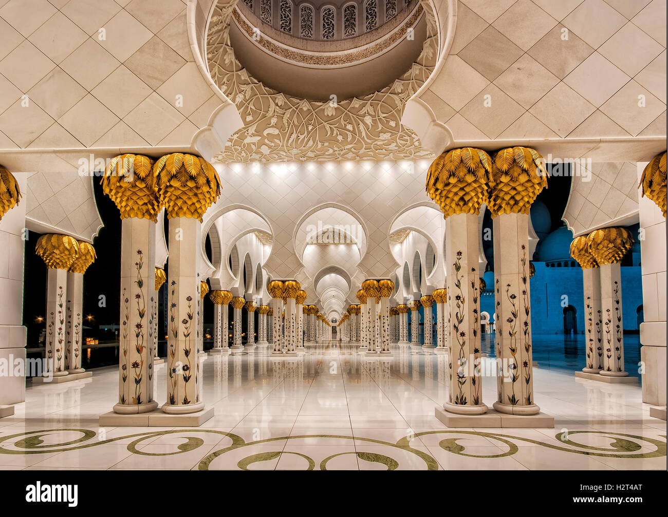 Portique, white mosque, Abu Dhabi, Émirats Arabes Unis Photo Stock