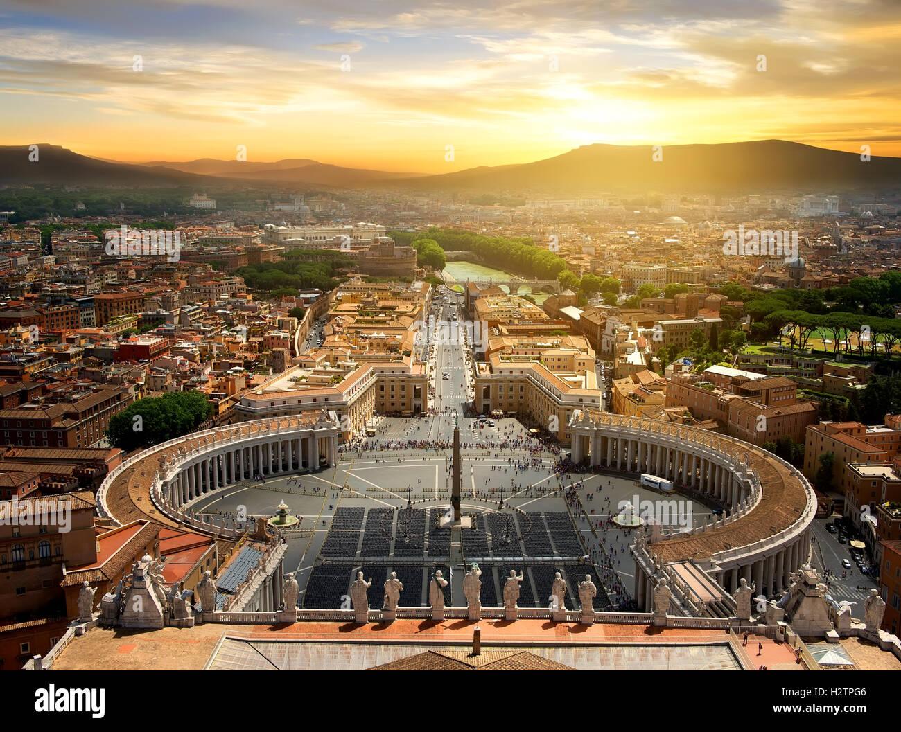 Vue sur le Vatican depuis le sommet au coucher du soleil, de l'Italie Photo Stock