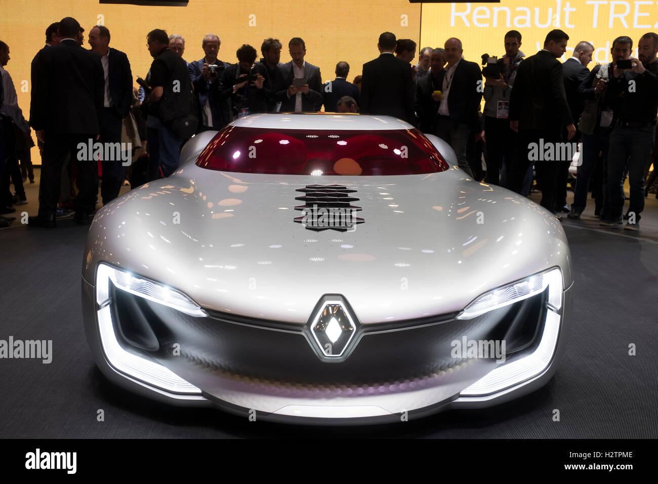 Première mondiale de Trezor supercar électrique Renault concept à Paris Motor Show 2016 Banque D'Images