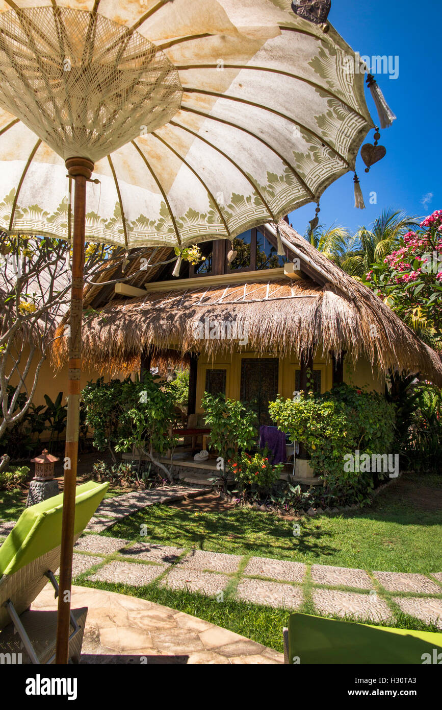 L'INDONÉSIE, Bali, Lombok, Vie de groupe à Amed resort, bungalow hébergement Photo Stock