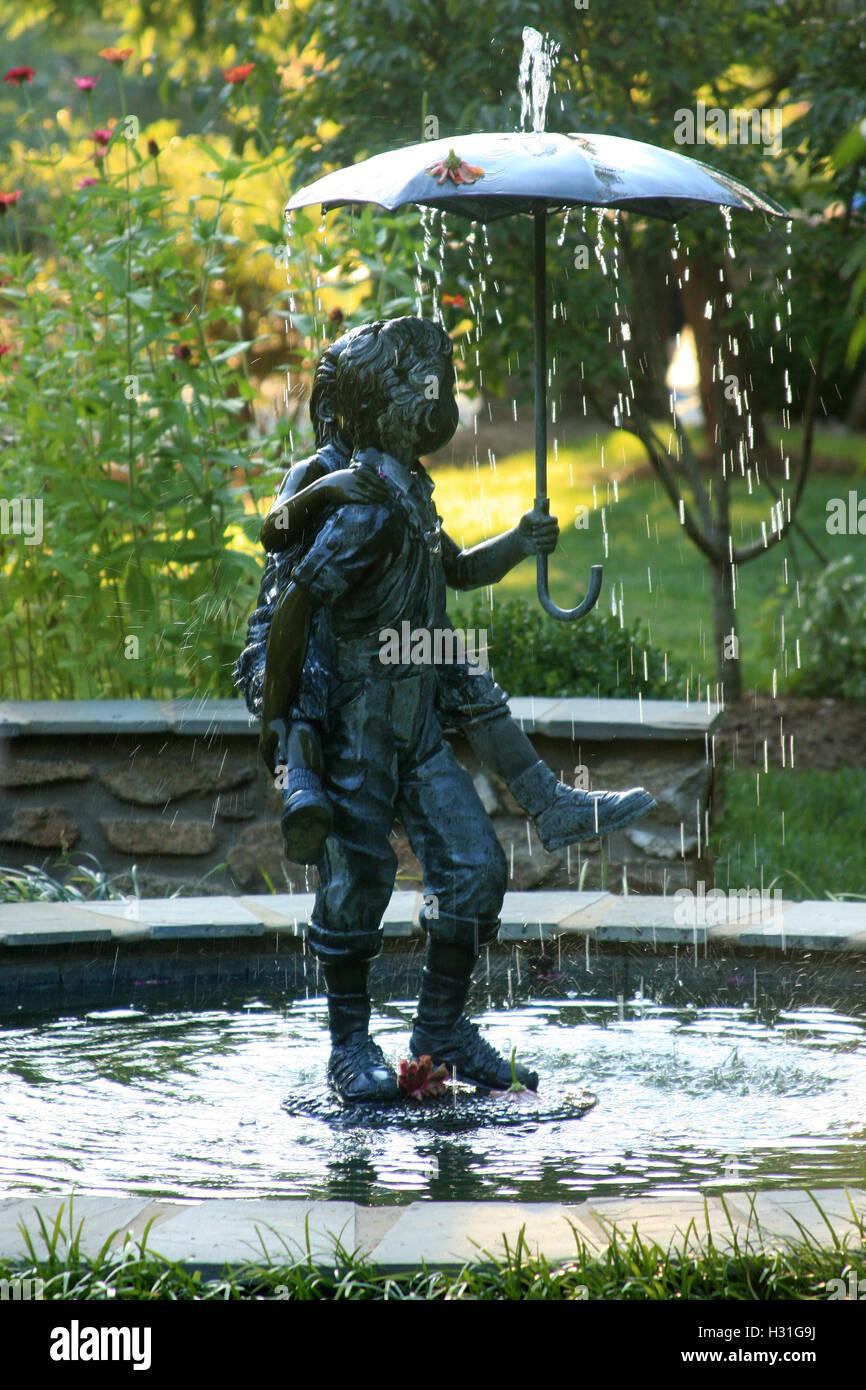 Fontaine centrale dans le jardin de sensibilisation à Lynchburg ...