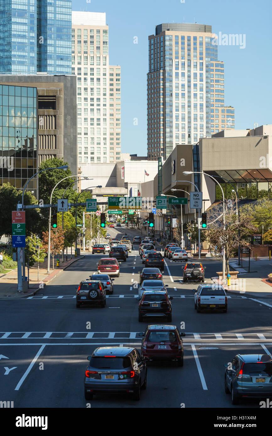 Partir de 12 chefs de trafic pour le centre-ville de White Plains, New York. Photo Stock