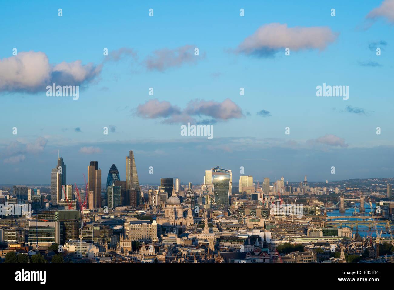 Vew de toits de Londres et de la Tamise depuis le haut de la tour, le Centre Point Gerkin, Tate Modern, Tower Bridge, Photo Stock