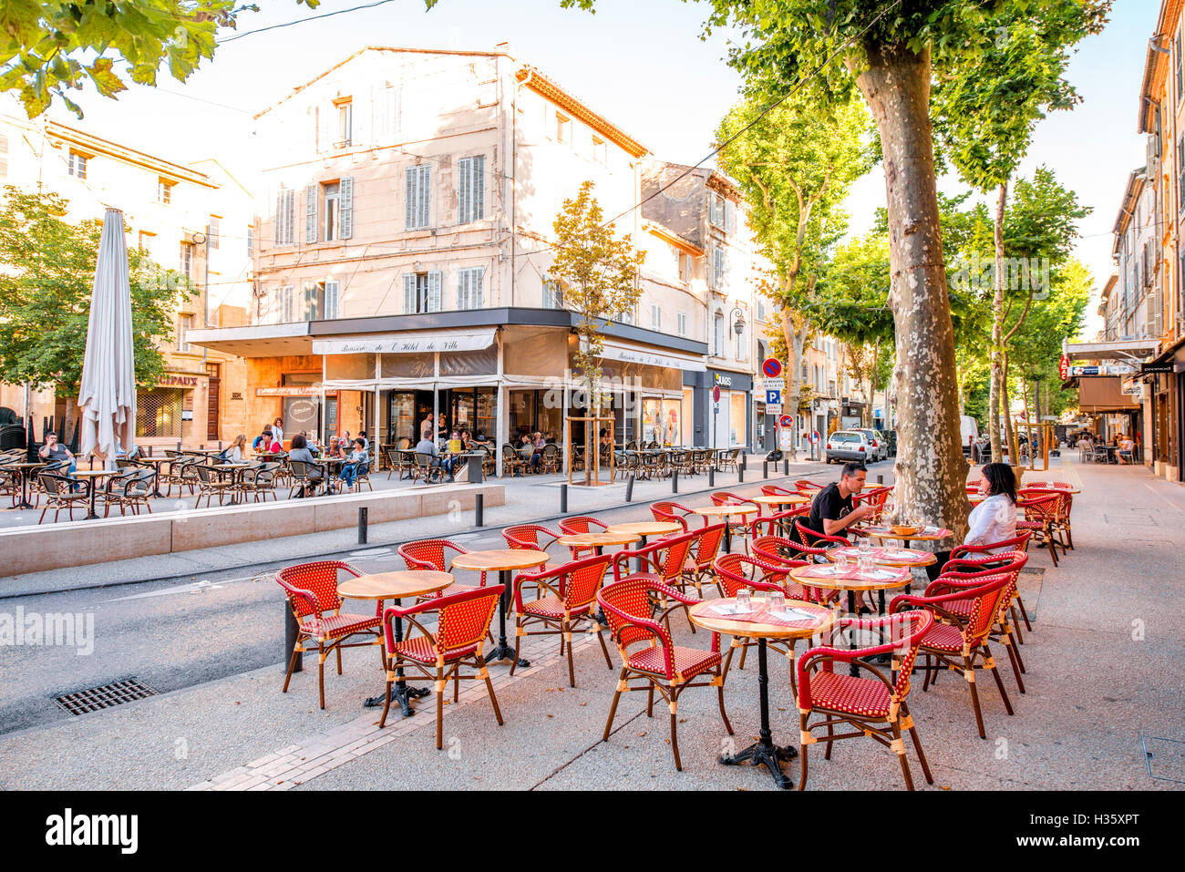 Salon de provence photos salon de provence images alamy - Piscine canourgues salon de provence ...
