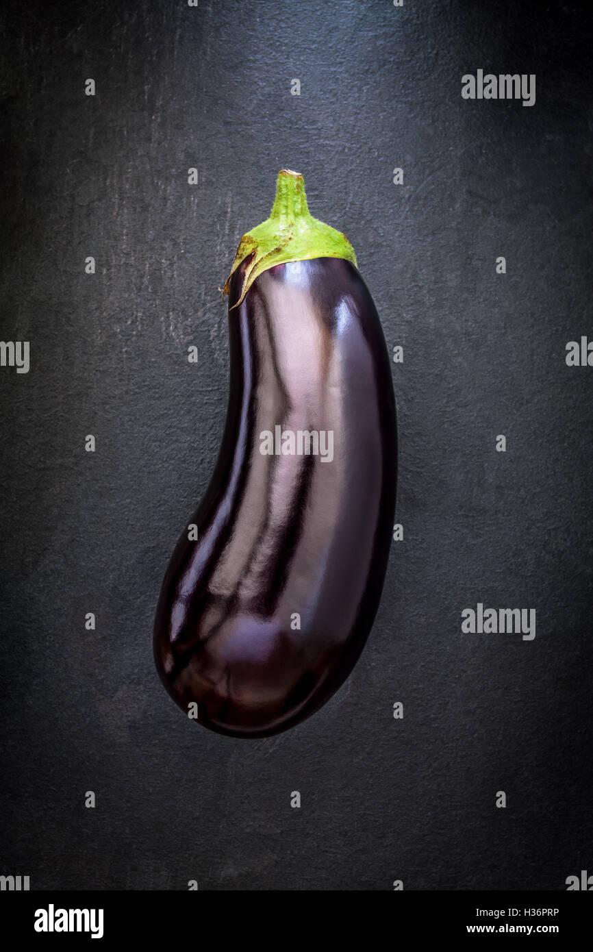 L'aubergine sur ardoise Banque D'Images