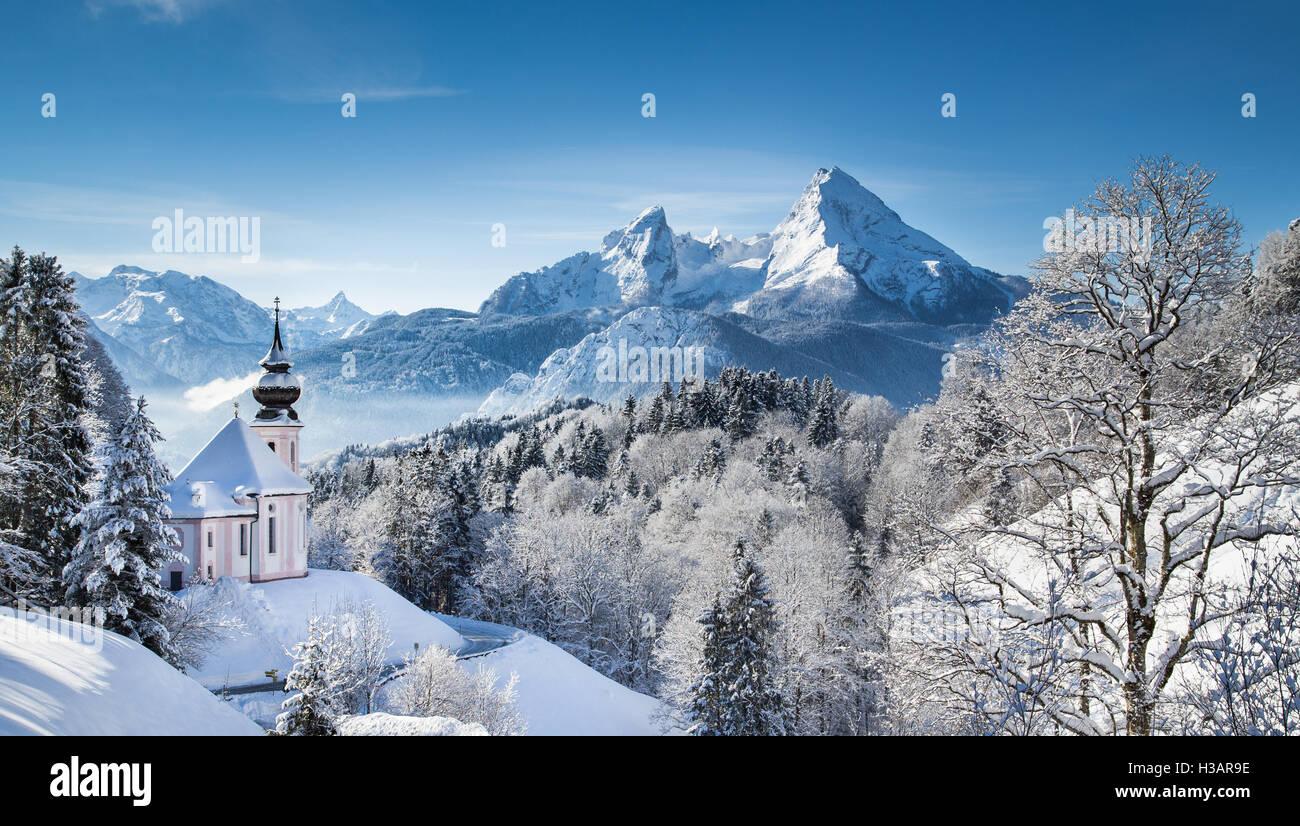 Winter Wonderland idyllique dans les Alpes avec l'église de pèlerinage Maria Gern et célèbre Photo Stock