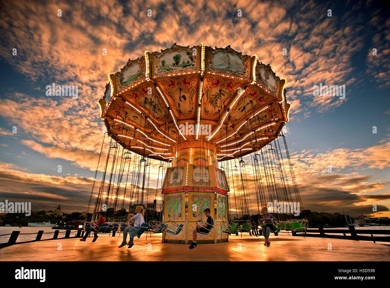 Grona Lund Tivoli (Luna Park) autour de coucher de soleil, Djurgarden, Stockholm, Suède Photo Stock