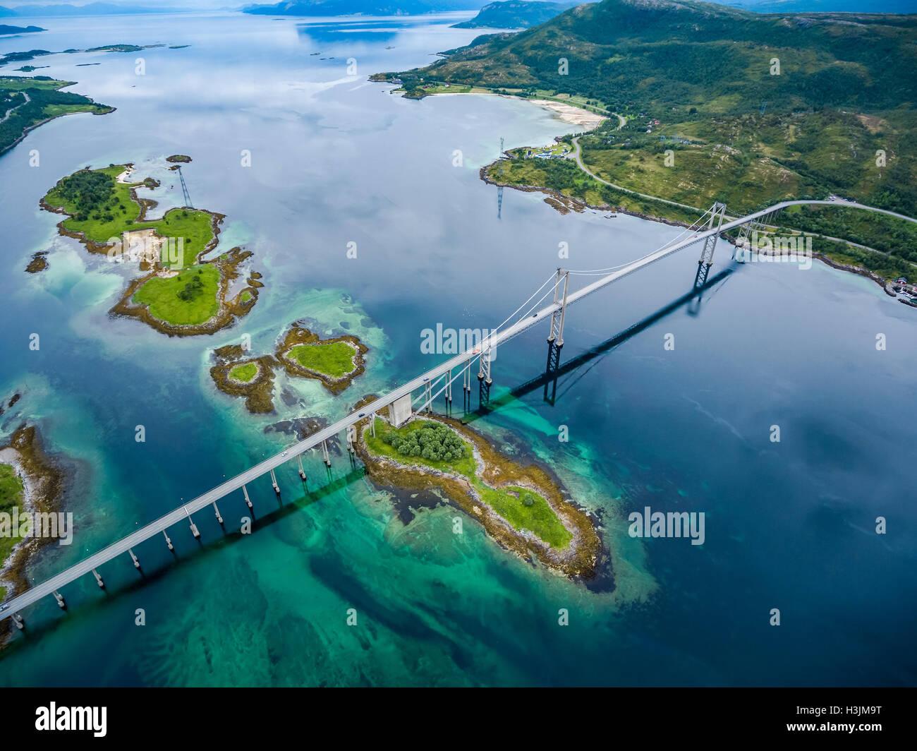 Tjeldsundbrua pont reliant le continent avec les îles en Norvège Photo Stock