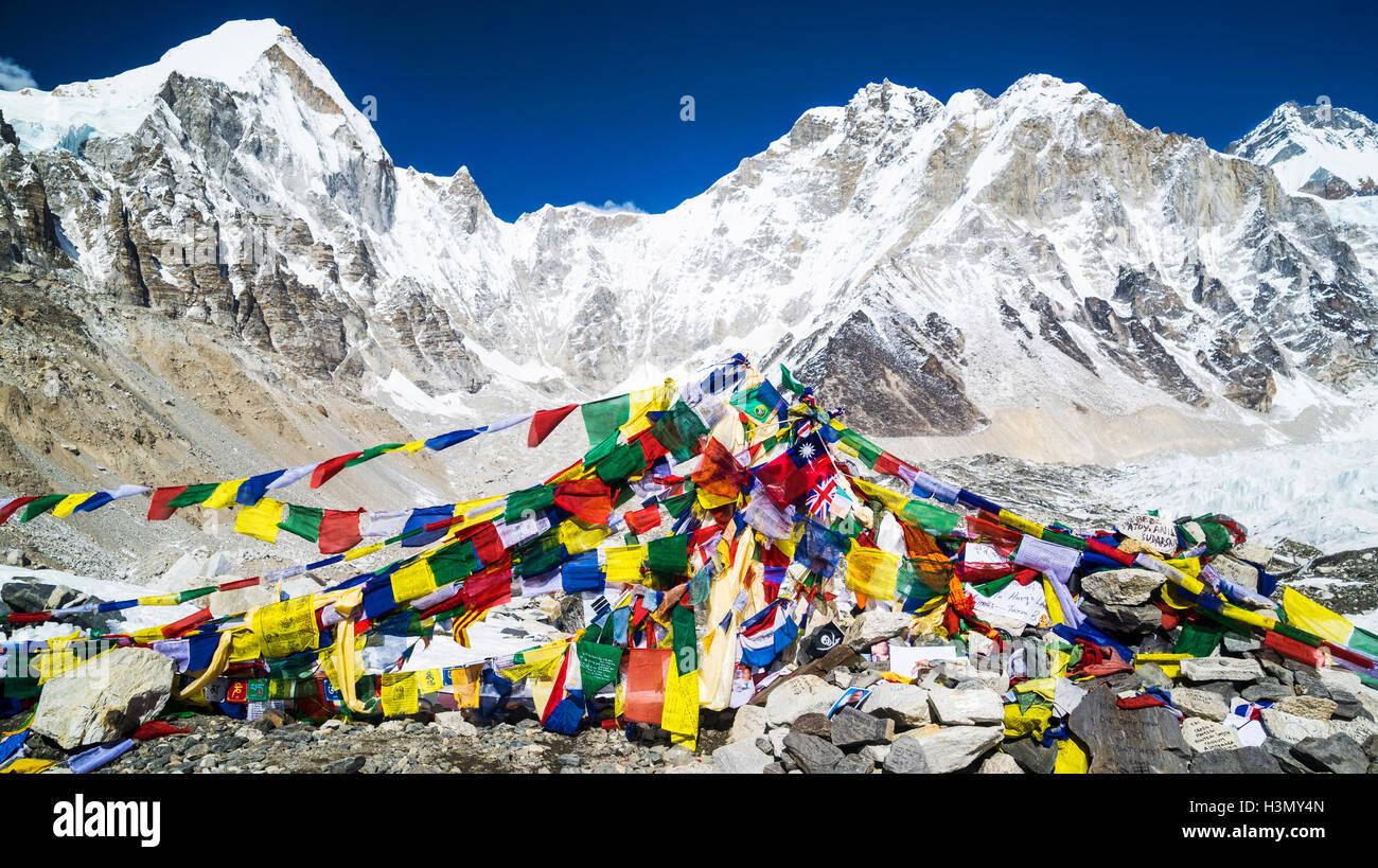 Les drapeaux de prières, le mont Everest Trek, au Népal Photo Stock