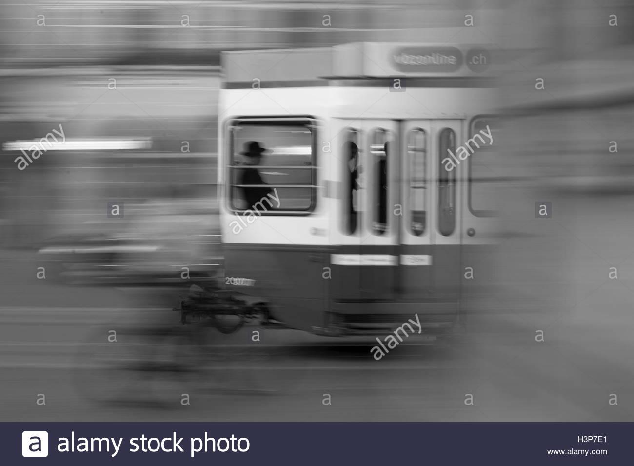 Blurred motion d'une ville en tramway. Photo Stock