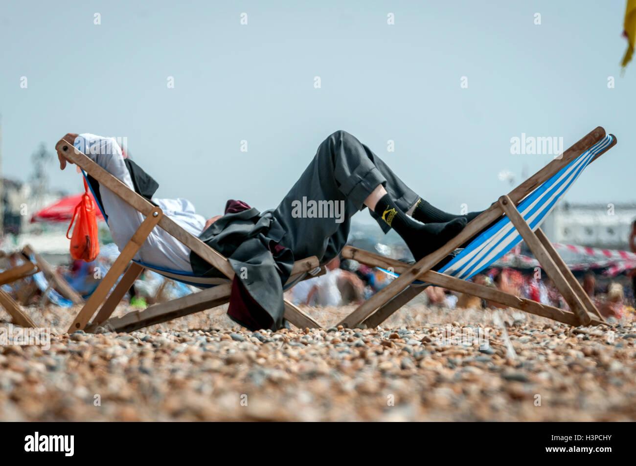 La plage de Brighton sur une chaude après-midi de juillet. Photo Stock