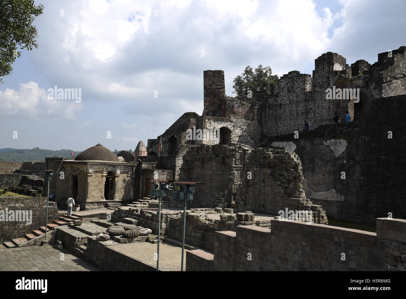 L'architecture historique Fort de Kangra est situé à 20 kilomètres de la ville de Dharamsala, à la périphérie de l'Inde, de Kangra. Banque D'Images