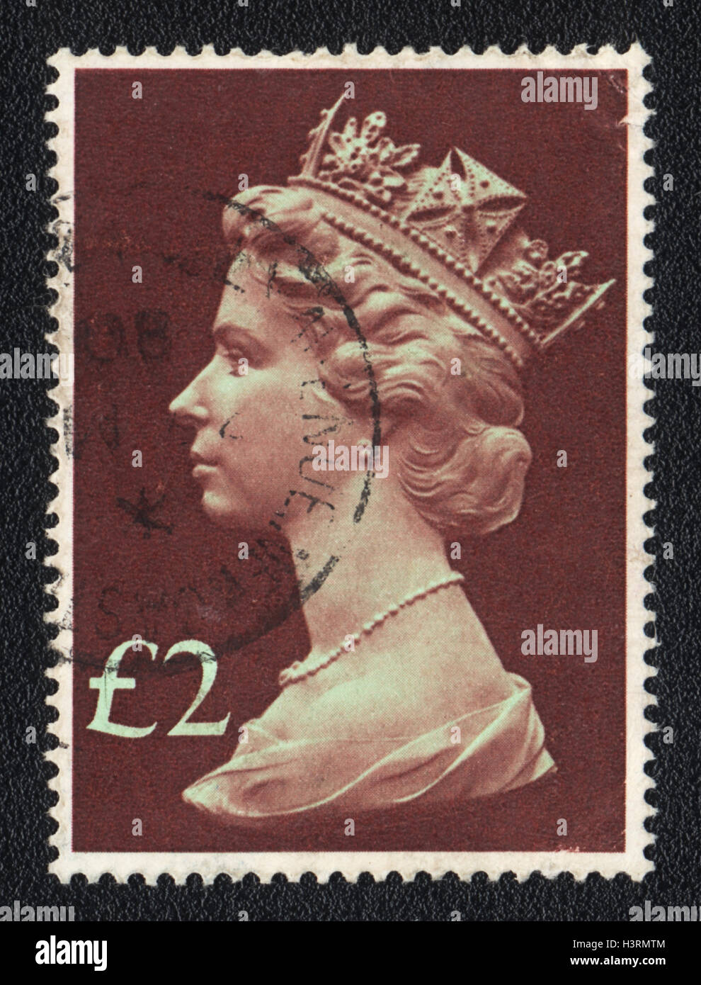 Un timbre-poste imprimé en Grande-Bretagne, spectacles Portrait de la reine Elizabeth 2nd, 1980 Banque D'Images