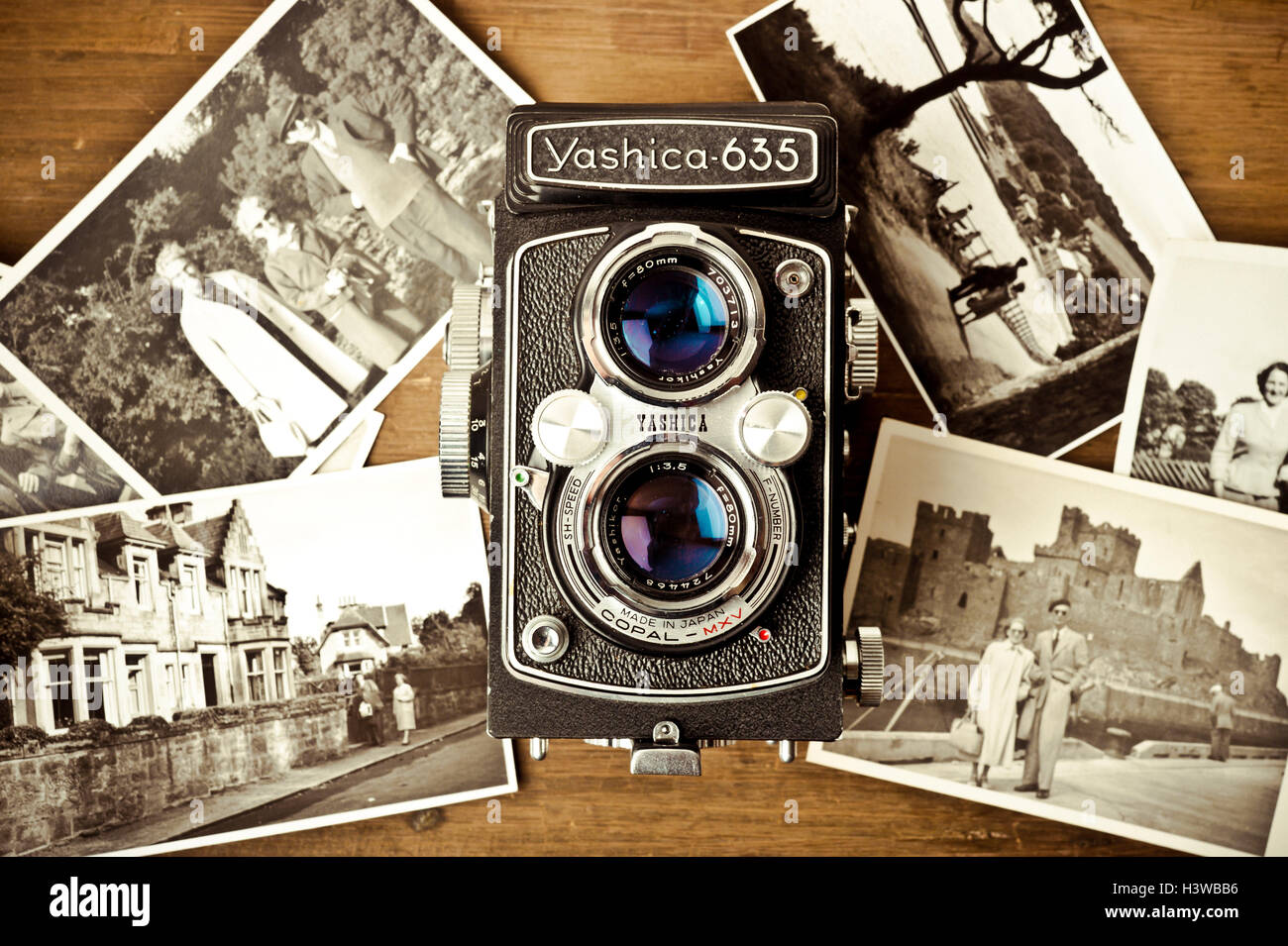 Appareil photo Yashica vintage et de photographies Photo Stock