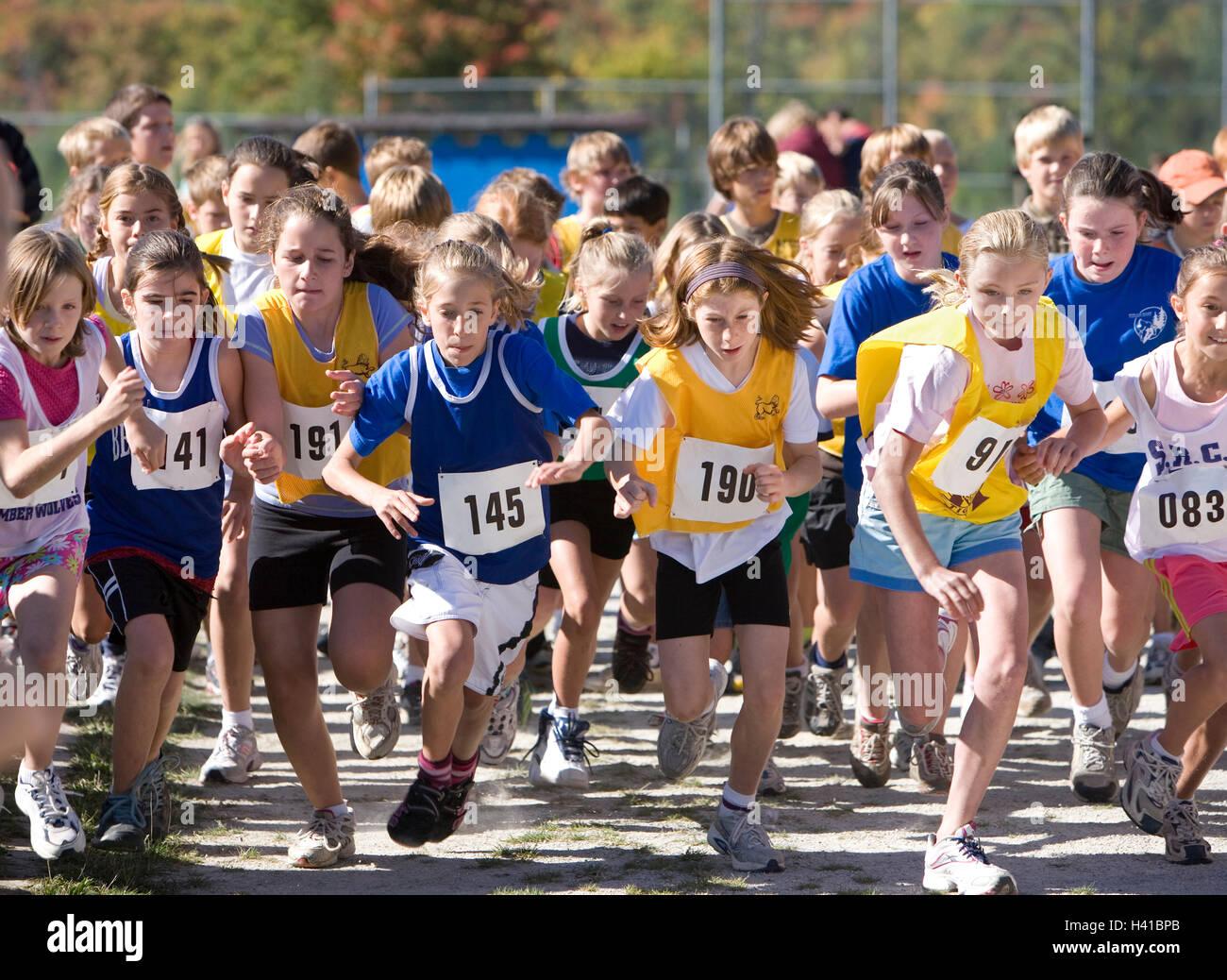 Les filles s'exécutant en athlétisme Photo Stock