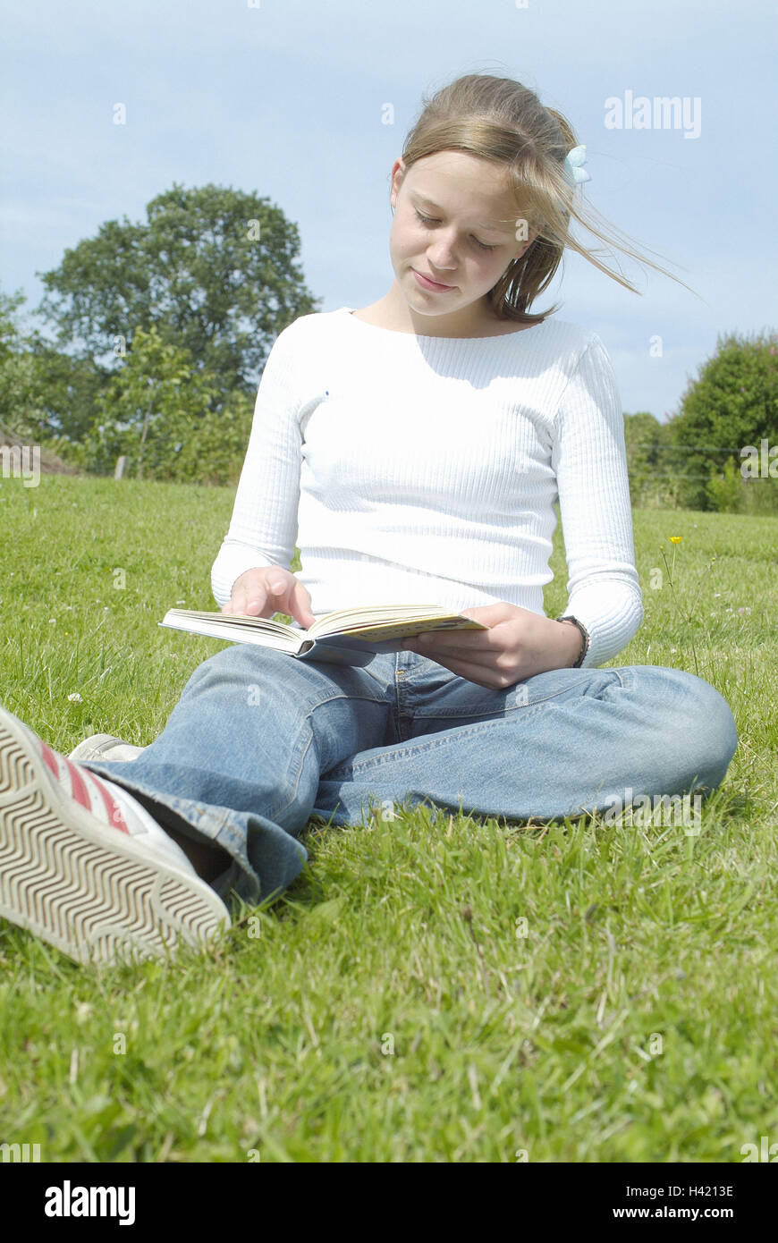 Pre Fille S Asseoir Lire Livre Jeunesse Adolescent