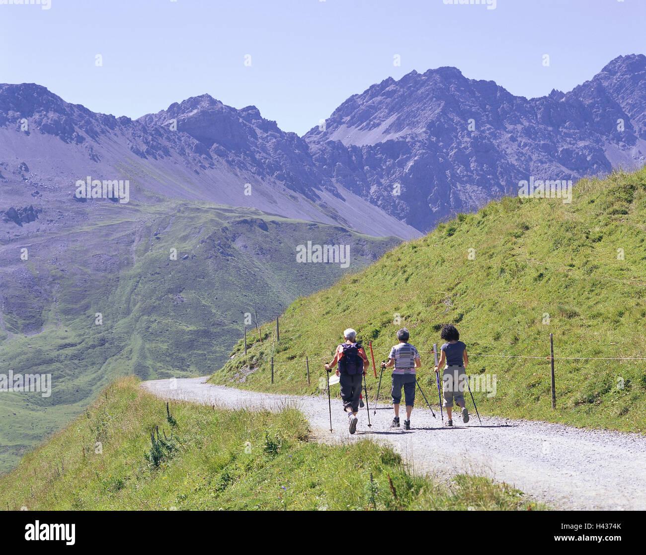 La Suisse, l'Arosa, paysage de montagne, Arlenwaldweg, Wanderer, vue de dos, Graubuenden, montagnes, ALP, chalet Banque D'Images