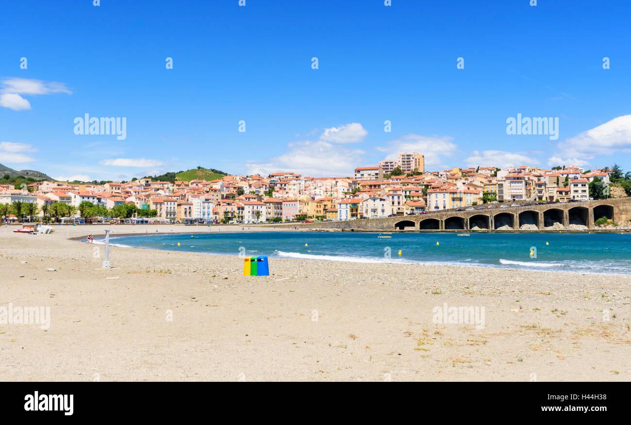 Plage centrale de la jolie ville de Banyuls-sur-Mer, Languedoc-Roussillon, France Photo Stock