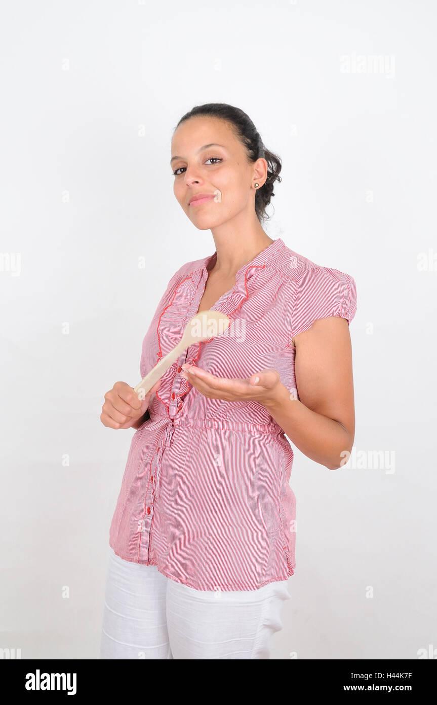 Femme, jeune, la main, cuillère en bois, voir l'appareil photo, l'italien, l'expression, strictement, Photo Stock
