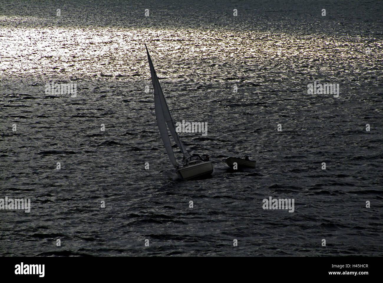 Voilier, la mer, le contre-jour, Photo Stock